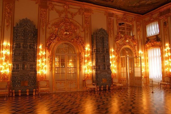 ... Cárske Selo - mietnosti paláca sú bohato zdobené zlatom ... 0e38b690858